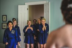"""19 Bridal Party 'First Look' Photos That Capture Friendship At Its Sweet… 19 Brautparty """"Erster Blick"""" Fotos, die Freundschaft vom Wedding Poses, Wedding Photoshoot, Wedding Shoot, Dream Wedding, Wedding Day, Perfect Wedding, Wedding Bride, Trendy Wedding, Wedding Ceremony"""