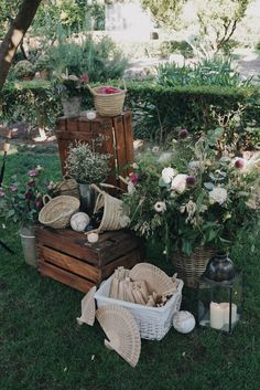Wedding Tips: Have a Country Wedding - Wedding Tips 101 Wedding Tags, Chic Wedding, Romantic Weddings, Unique Weddings, Western Wedding Dresses, Country Style Wedding, Wedding Pictures, Wedding Flowers, Wedding Decorations