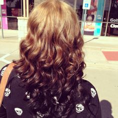 This reverse ombre hair is gorgeous!