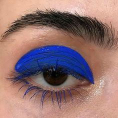 bright blue graphic eye make up