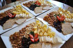 tablas de quesos y frutos secos. Ay... muero de antojo :-P´