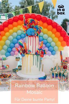 Somewhere, over the rainboooow… wieso eigentlich irgendwo? Unser wunderschöner Regenbogen Ballon Mosaik macht ganz bestimmt Deine nächste Feier um einiges bunter. Der Regenbogen Ballon Mosaik passt übrigens prima zu unserer Magical Unicorn... in a box und lässt nicht nur Mädchenherzen höher schlagen. Foto by Felicitas von Imhoff. Party Box, Diy Party, Rainbow Balloons, Party Decoration, Birthday Cake, Desserts, Food, Unicorn Party, Dekoration