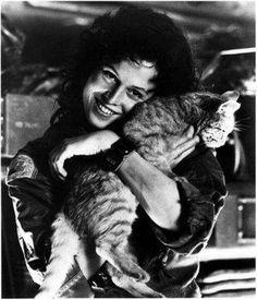 (Ellen Ripley) | Sigourney Weaver and Cat (Jonesy) during the filming of ALIEN