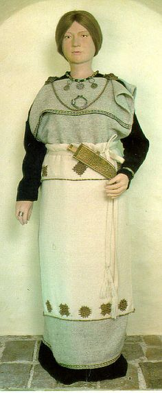 Turkupuku - ancient dress from Turku, Finland Medieval Costume, Folk Costume, Costumes, Viking Clothing, Historical Clothing, Vikings, Turku Finland, Viking Garb, Viking Symbols