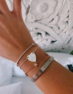 See more of hotgirlssummer's content on VSCO. Dainty Jewelry, Cute Jewelry, Luxury Jewelry, Jewelry Accessories, Fashion Accessories, Fashion Jewelry, Mickeal Kors, Accesorios Casual, Tiffany Jewelry