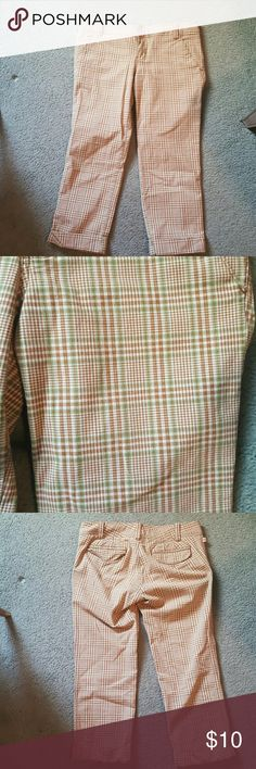 """Hollister cropped plaid pants size 7 Awesome pants.   Classic plaid in great colors. Inseam 24"""" Hollister Pants Ankle & Cropped"""