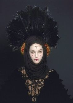 Love this headpiece. It really doesn't come through very well in the film - not enough of the fine details are picked up. It's really a lovely costume
