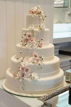 Secrets About Wedding Cakes Elegant Simple Romantic Uncovered 77 - apikhome. - 48 Romantic Wedding Venues in the U. Elegant Wedding Cakes, Beautiful Wedding Cakes, Gorgeous Cakes, Wedding Cake Designs, Pretty Cakes, Dream Wedding, Wedding Fair, Large Wedding Cakes, 5 Tier Wedding Cakes