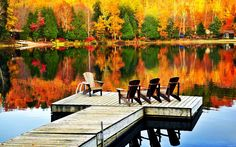 Best Places In The World For Fall Foliage.Fall is here! If you're a road warrior you'll no doubt know that some of the best places for fall foliage, but you Monuments, Vermont, Saint Sauveur, Autumn Lake, Lake George, Lake Life, Places To See, Beautiful Places, Amazing Places