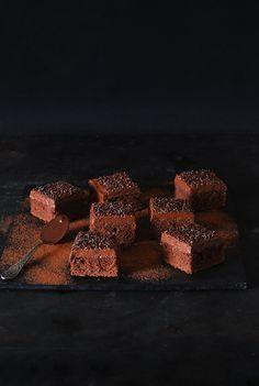 Bizcocho de moka - Dulces bocados Brownies, Chocolate Cafe, Bite Size Desserts, Mocha, Sweets, Squares, Spanish, Gluten, Food