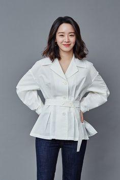 Asian Actors, Korean Actresses, Beautiful Models, Beautiful Actresses, Handsome Korean Actors, Best Casual Outfits, Korean Fashion Dress, Instyle Magazine, Cosmopolitan Magazine