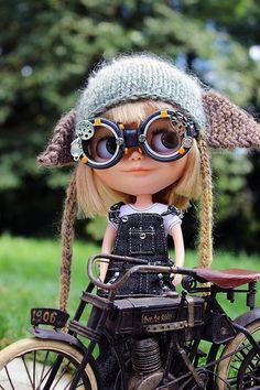 Blythe Doll So friggin cute. Ooak Dolls, Blythe Dolls, Barbie Dolls, Muñeca Diy, Creepy Dolls, Doll Repaint, Little Doll, Custom Dolls, Ball Jointed Dolls