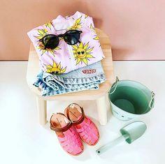 Hier word je toch vrolijk van? Siru is summer ready met haar sunny flower UV badpak  En we verzenden artikelen uit de zomercollectie gratis! Gebruik de code: ss20 voor de gratis verzending!  Bedankt voor de leuke foto @studio_nicnol  #summerready #uvpak #uvbadpak #sunnyflower #beachandbandits #kidsinspo #kidsfashion #summeroutfit Fashion Backpack, Backpacks, Studio, Backpack, Studios, Backpacker, Backpacking