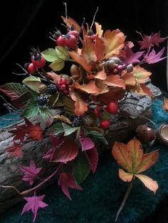 Woodland Autumn. Sugar Arrangement, with Sugar Berries, chestnuts, acorns, leaves and wild rose hips