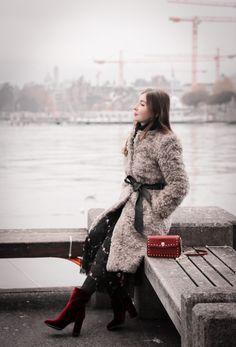 HOW TO WEAR FUZZY COAT Petite Fashion, Retro Fashion, Fuzzy Coat, Romantic, Retro Style, Casual, How To Wear, Cold, Beautiful