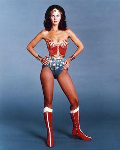 Wonder Woman Lynda Carter Tv Show Poster Style E Wonder Woman Costumes, Costumes For Women, Fun Costumes, Costume Ideas, Halloween Costumes, Lynda Carter, Batman Vs Superman, Ben Affleck, Gal Gadot
