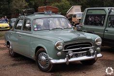 Peugeot 403 au Salon des véhicules anciens de Plan de Cuques - News d'Anciennes