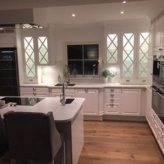 Kitchen by night  #kitchen #kök #interior125 #shabbyyhomes #roominteriorr #dreaminteriors #passion4interior #eleganceroom #finehjem #finahem #interior4you1 #interiorharmoni #interior4all #interiorinspiration #inspotoyourhome #instahome #nybygge #husbygge #newenglandhome #inspire_me_home_decor #inredningsdesign #classyinteriors #ninterior #interior9508 #homeamour #hem_inspiration