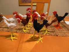 Pipe cleaner chickens--no instructions Pipe Cleaner Projects, Pipe Cleaner Art, Pipe Cleaner Animals, Pipe Cleaners, Cat Crafts, Wire Crafts, Crafts To Make, Crafts For Kids, Chenille Crafts