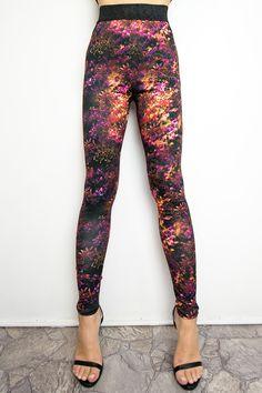 Legginsy z drukiem - Pani Jesień. Projektant - Milita Nikonorov #leggings #legginsy #moda #fashion #designer Snoopy, Sport, Pants, Fashion, Tunic, Trouser Pants, Moda, Deporte, Fashion Styles