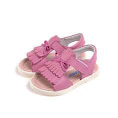 Nice Caroch girls sandals!