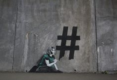 Cool, street art met een sociaal-maatschappelijke boodschap - Roomed | roomed.nl  #streetart #graffiti #art #inspiration #statement #hashtag #socialmedia #socialmessage
