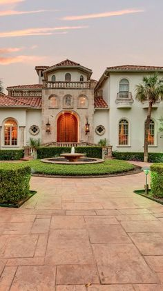 15 Sophisticated and Classy Mediterranean House Designs | Exterior ...