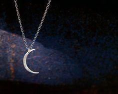 Mini luna collar - Handcut media luna de plata moderna forma de la luna