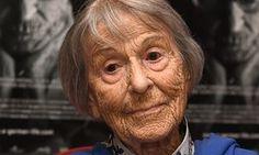 Brunhilde Pomsel: alemã falecida este mês, Janeiro/2017 c/ 106 anos, foi secretária de Goebells durante 3.Foi com ele para o bunker de Hitler, testemunhou o envenenamento das crianças e pais, apaixonou-se por um judeu,esteve quase a fugir c/ ele,ficou grávida, tendo abortado por conselho médico por motivos de saúde.Fizeram um filme sobre ela.Faleceu alguns meses depois de ter tido conhecimento do…