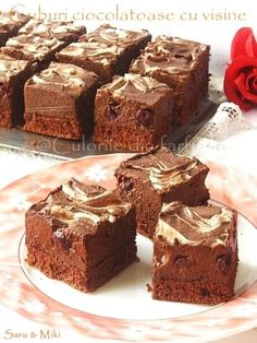 Chocolate cake and cherry No Cook Desserts, Sweets Recipes, Holiday Desserts, Cake Recipes, Romanian Desserts, Romanian Food, Romanian Recipes, Chocolate Cube, Sweets Cake