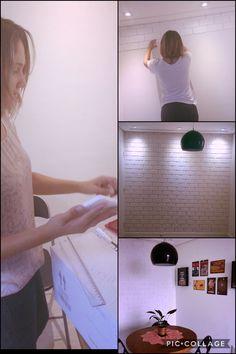 Sim, eu fiz a minha parede de tijolinhos tudo com ajuda do blog: Homens da Casa... o Edu foi um fofo com o passo a passo!! Nessa parede usei: - 10 placas de isopor 20x8cm, - 1 tubo de cola a base de PVA Extra Adesivo, - Tinta Branca.