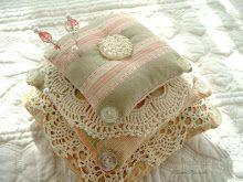 pin cushion by Beedeebabee-so pretty-I must make one!