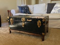 17 Old Trunks Turned Into Beautiful Vintage Table