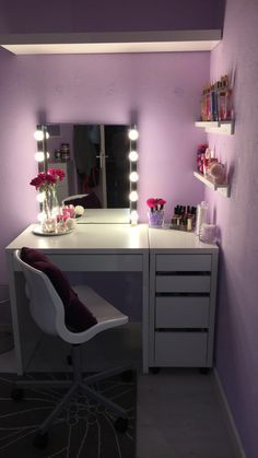 25 Beautiful DIY Vanity Mirror that is Easy and Ch. - 25 Beautiful DIY Vanity Mirror that is Easy and Ch. Room Ideas Bedroom, Bedroom Decor, Diy Vanity Mirror, Diy Makeup Mirror, White Makeup Vanity, Mirror Room, Beauty Vanity, Glam Makeup, Makeup Geek