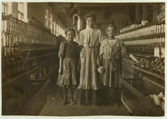 Research by author and historian Joe Manning has helped identify the people in this 1908 photo taken in a Lincolnton textile mill. They are Lalar Blanton, her mother Susie and her sister Ellen. Belle Epoque, Vintage Photographs, Vintage Photos, Victorian Photos, Old Pictures, Old Photos, Art Nouveau, Fotografia Social, Lewis Hine