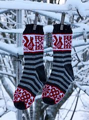 Ravelry: The Squirrel Socks pattern by Pinneguri