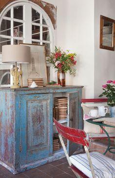 Recupera viejos muebles con color. Puedes darle aire vintage, shabby chic y hacerlos únicos. Los mejores colores, cómo decapar y otras ideas
