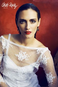Brilla llena de elegancia y sensualidad en tu gran día con la colección Bride light de Novias by Charo Ruiz   Ref. 226302TORERA MANGA RECTA  www.charoruiz.com