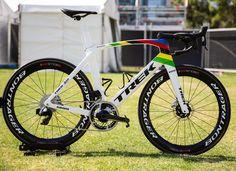 Mads Pedersen's custom Trek Project One Madone - World Champion 2019 Cool Bicycles, Cool Bikes, Vintage Bicycles, Cycling Bikes, Cycling Art, Cycling Jerseys, Trek Road Bikes, Bicycle Race, Bike Rides