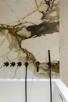 Home Remodel Bathroom Dramatic marble shower with black faucets Bad Inspiration, Bathroom Inspiration, Bathroom Ideas, Bedroom Minimalist, Interior Minimalista, Plumbing Fixtures, Beautiful Bathrooms, Bathroom Interior, Interior Livingroom