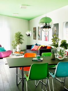 retro-sessel in modernem wohnzimmer | modern, retro and modern retro