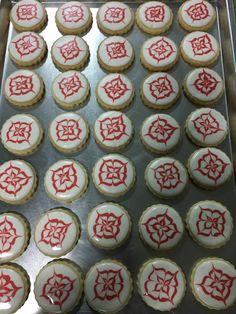 Biscoito Amanteigado Decorado Chocolates, Cookies, Desserts, Food, Homemade Candies, Party Candy, Kuchen, Tailgate Desserts, Biscuits