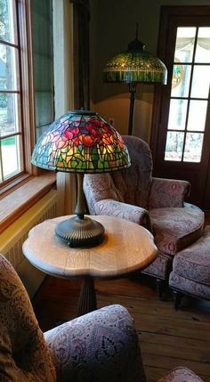 Tiffany Lamp Shade, Tiffany Lamps, Faux Stained Glass, Stained Glass Lamps, Auction Items, Arts And Crafts Movement, Lamp Shades, Asd, Table Lamps