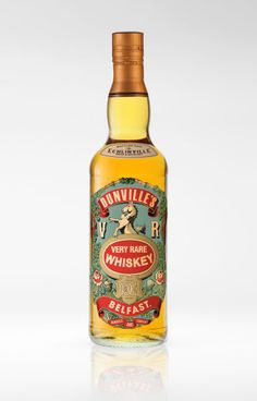 The recreation of the iconic lost brand Dunvilles.Designed by Drinksology® for ECHLINVILLE House & Distillery. Irish Whiskey Brands, Scotch Whiskey, Booze Drink, Fun Drinks, Whiskey Recipes, Whiskey Girl, Beverage Packaging, Oil Bottle, Wine And Spirits