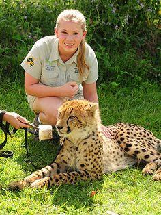 Bindi Irwin and cheetah. Irwin Family, Crocodile Hunter, Bindi Irwin, Steve Irwin, Zoology, Wild Child, My Animal, Big Cats, My Dad