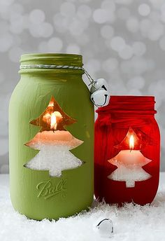 Mason jar crafts for winter. Mason jar crafts for Christmas. Mason jar holiday crafts for kids. Mason Jar Christmas Crafts, Christmas Tree Candles, Jar Crafts, Holiday Crafts, Christmas Diy, Country Christmas, Homemade Christmas, Magical Christmas, Mason Jar Snowman