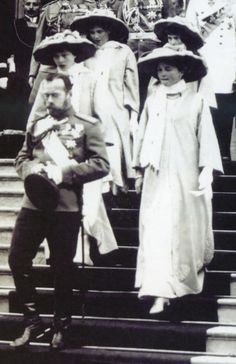 Tsar Nicholas II and his daughters visiting the city of Nizhniy Novgorod in July of 1913.A♥W