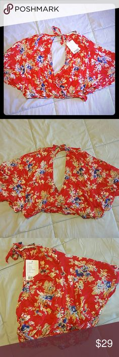 Kimchi Blue Flowy Crop Top Women's Medium flowy crop top from Urban Outfitters. Beautiful floral design. Never worn, tags still attached. Oval back cutout. Kimchi Blue Tops Crop Tops