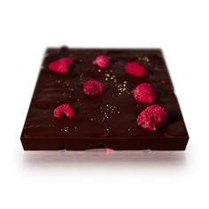 Belgian dark chocolate with edible gold and freeze-dried fruits. We have mixed some of the most valuable treausures in this chocolate. The edible gold dust exudes a soft elegance with the red and darkbrown background. This chocolate will put you in a beautiful, fruitful garden in summer. With this indulgent treat you can taste the natural sweetness of fresh strawberries and raspberries, without any sugar added or any sweeteners and preservatives. Freeze Dried Raspberries, Freeze Dried Fruit, Strawberry Nutrition Facts, Raspberry Filling, Vanilla Flavoring, Food Safety, Cocoa Butter, A Food, Treats