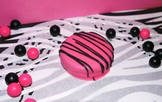 Hot Pink Black Chocolate Covered Oreo Edible por FavorsbyLauren, $16,00